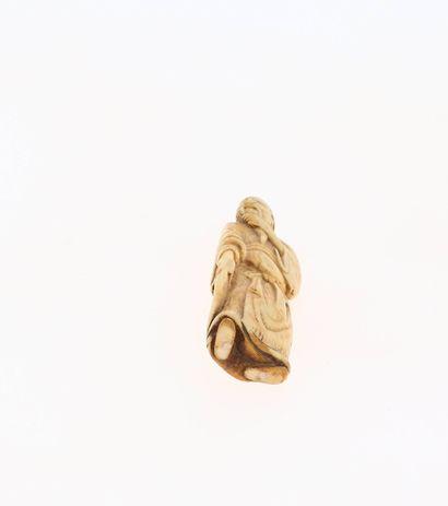 *JAPON, XVIIIe siècle Netsuke en ivoire* représentant le général chinois Guanyu,...