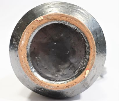 Jean MARAIS (1913-1998)  Pichet en céramique à glaçure noire  Signé en bas  H. :...