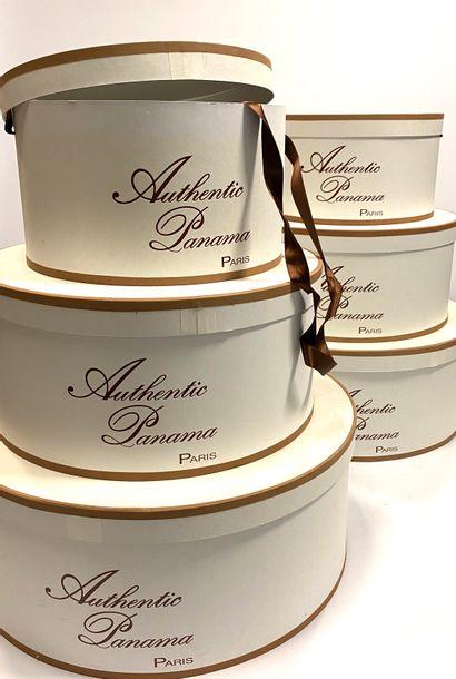 """Lot de six boites à chapeaux en carton """"Authentique Panama, Paris"""", de trois tailles..."""