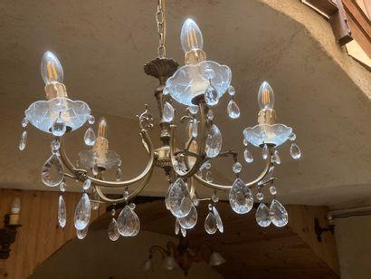 Ensemble de six lustres d'église à cinq bras de lumières en laiton et verre gravé...