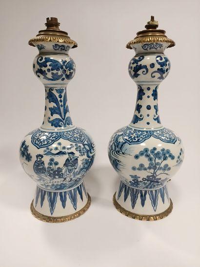 DELFT  Paire de vases à doubles panses élargies...