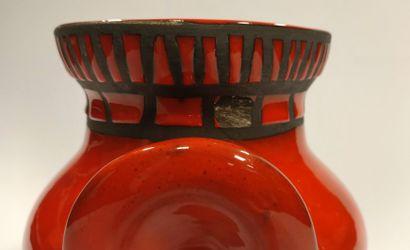 """Roger Capron (1922 - 2006)  Vase dit """"à oreilles"""" - Circa 1960  Céramique émaillée..."""