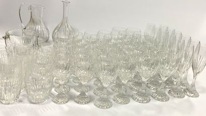 BACCARAT, service Massena  Comprenant :  - 12 flûtes à champagne (H. : 22cm)  -...