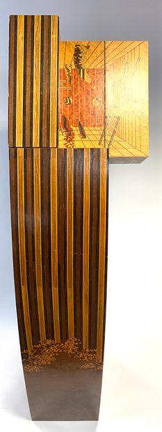 Pupitre en marqueterie de bois divers et marqueterie de paille polychrome ouvrant...