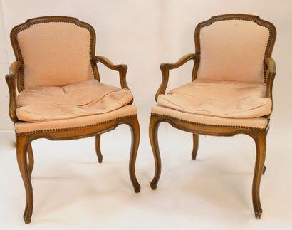 Paire de fauteuils à dossiers droits en chapeau...