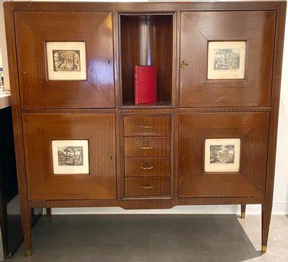 Cabinetattribué à Paolo BUFFA (1903-1970) en palissandre ouvrant à quatre portes...