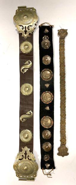 Lot de trois ceintures caucasiennes comprenant:...