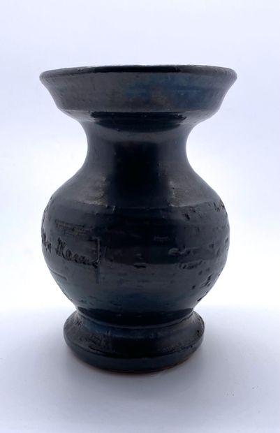 """Jean MARAIS (1913-1998)  Petit vase en céramique à glaçure noire  Signé """"Jean Marais""""..."""
