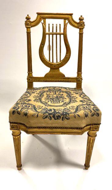 Chaise de cabinet en hêtre doré à dossier...