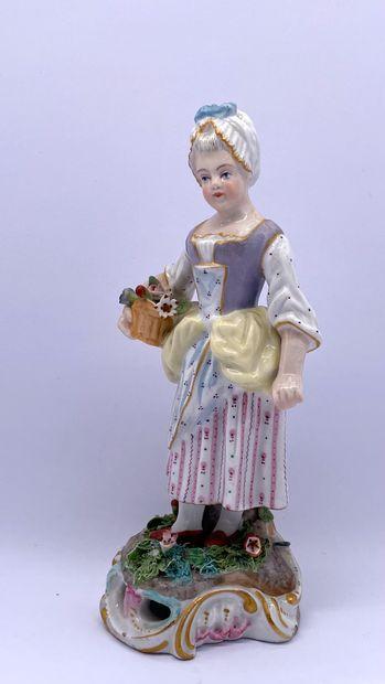 Allemagne, XIX ème  Petite paysanne à la corbeille de fleurs en porcelaine émaillée,...