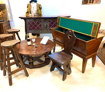 Lot de mobilier rustique en bois naturel...