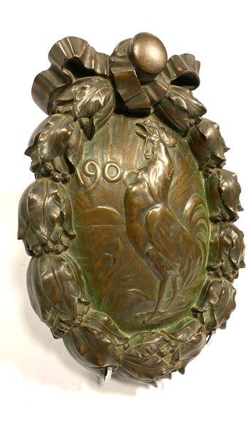Médaillon patriotique en bronze à patine médaille figurant le Coq français chantant...
