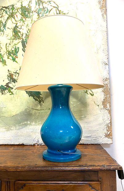 Lampe balustre en céramique à glaçure bleue...