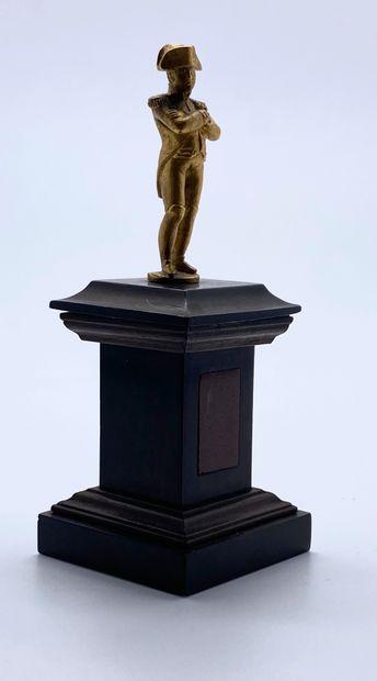 Petite statuette de Napoléon Ier en pied,...