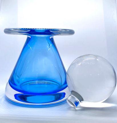 """VAL SAINT LAMBERT  Vase moderniste de la série """"privation 16.06.87"""". Verre translucide..."""