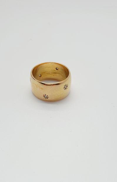 Large anneau en or jaune 18k (750 millièmes)...