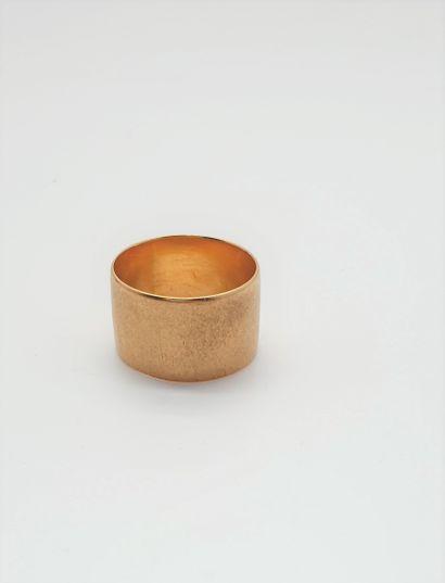 Large anneau plat en or jaune 18k (750 millièmes)....