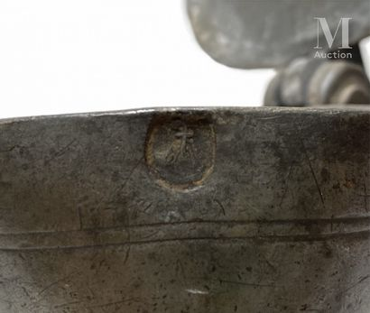 LYONNAIS ou AUVERGNE XVIIIème siècle Pichet tronconique à haut gobelet en quart de...
