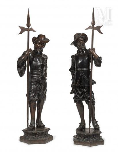 Deux gardes flamands, debout, pouvant former...