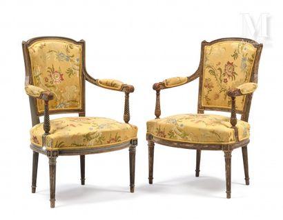 Paire de fauteuils en bois mouluré, sculpté...