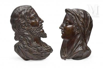 Deux reliefs pouvant former paire en bronze...