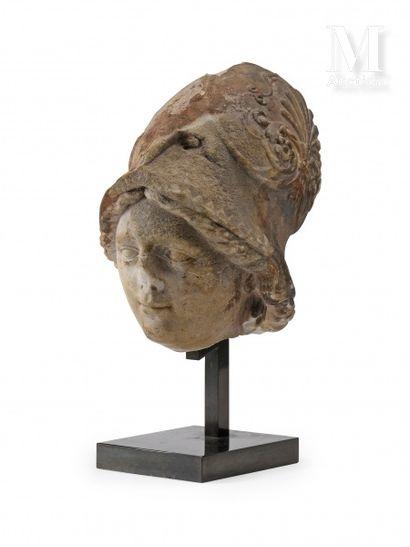 Athéna Pallas  Tête en marbre sculpté figurant...