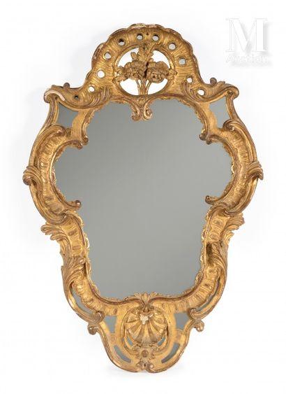Miroir à parecloses en bois et stuc doré...
