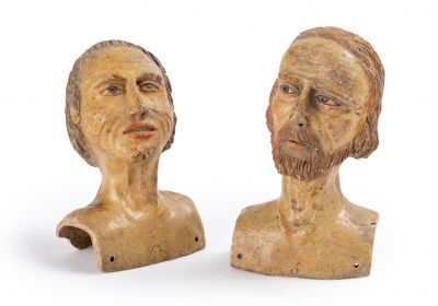 Deux portraits sculptés en ronde-bosse figurant des bustes d'homme et de femme  Terre-cuite...