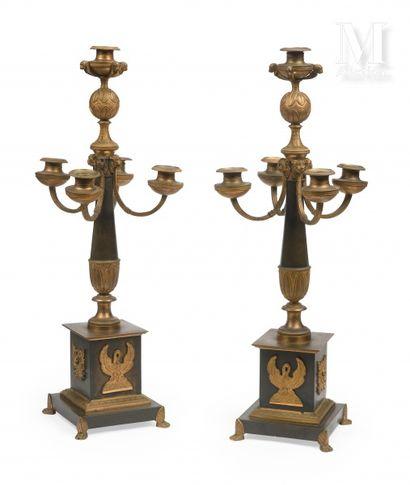 Paire de candélabres en bronze patiné et...