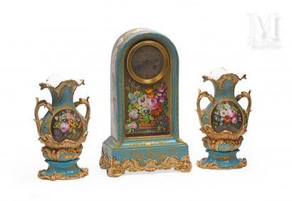 Garniture de cheminée en porcelaine de Paris...
