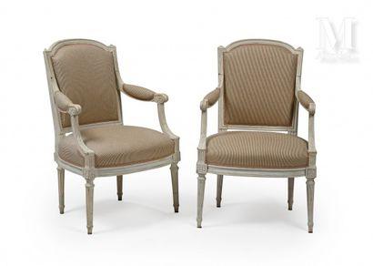 Paire de fauteuils en hêtre mouluré, sculpté...