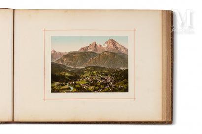 Album de photographies Grand album à l'italienne, avec environ 80 photographies dont...
