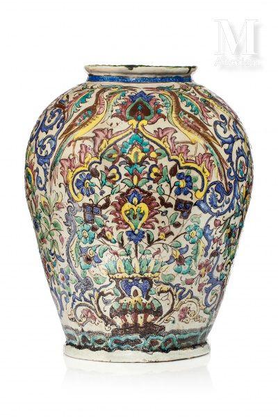 Important vase Qajar