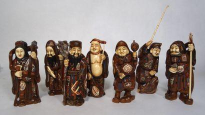 JAPON, XXe siècle Sept statuettes des divinités du Bonheur  en bois et ivoire polychrome....