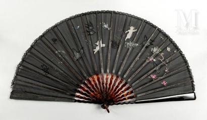 Papillons et hirondelles, vers 1890 Papillons et hirondelles, vers 1890  Grand éventail...