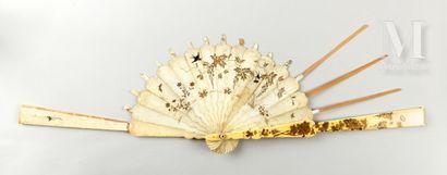 Monture en ivoire, Japon, vers 1880 Monture en ivoire, Japon, vers 1880  Poids 115gr...