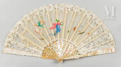 La charmeuse de papillons, vers 1890-1900 Éventail, la feuille en gaze couleur crème...