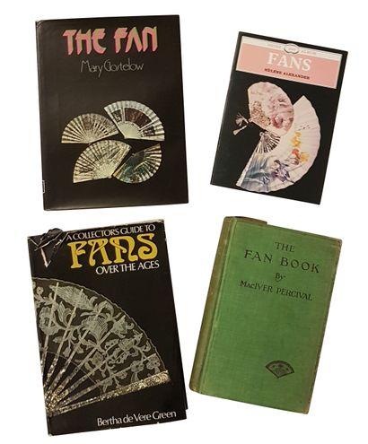 "Ensemble de documentation *GOSTELOW, Mary, ""The Fan"", Edition Gill and Macmillan,..."