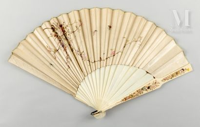 Asymétrie brodée, Chine, XIXe siècle Asymétrie brodée, Chine, XIXe siècle  Éventail...