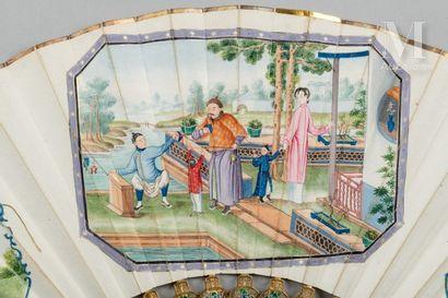 En famille, Chine, XIXe siècle En famille, Chine, XIXe siècle  Éventail plié, la...