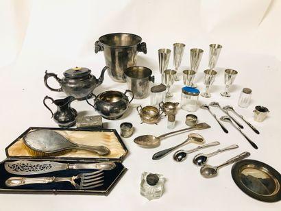 Fort lot en argent et métal argenté comprenant :