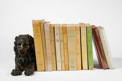 LOT. Ensemble de 12 volumes in-12, ou in-8, brochés :