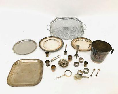 Lot en métal argenté comprenant :