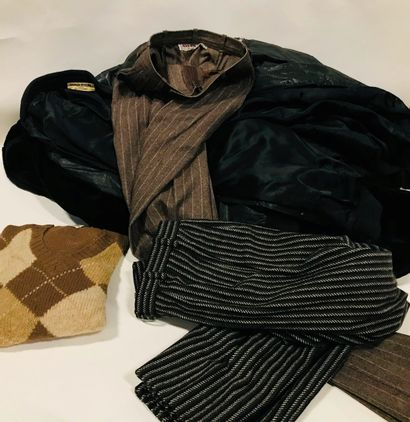 Fort lot de vêtements divers et variés