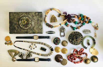 Important lot de bijoux fantaisie
