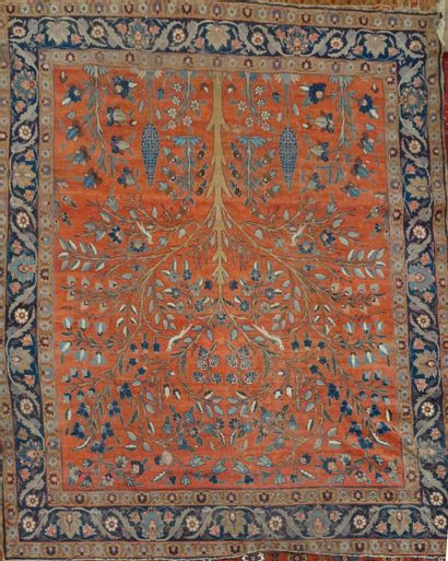 MAHAL  Tapis sur fond orangé  390 x 295 cm...