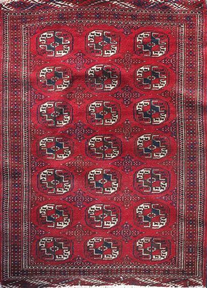 BOUKARA  Petit tapis à fond rouge  150 x...