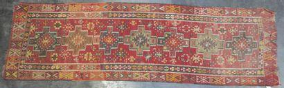 KILIM  Galerie à fond rouge  110 x 330 cm...