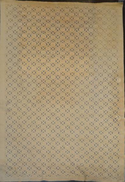 COGOLIN  Tapis à fond beige  300 x 500 cm...