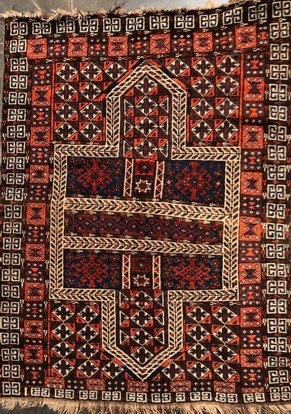 BOUKHARA  Tapis de selle à décor d'une croix...